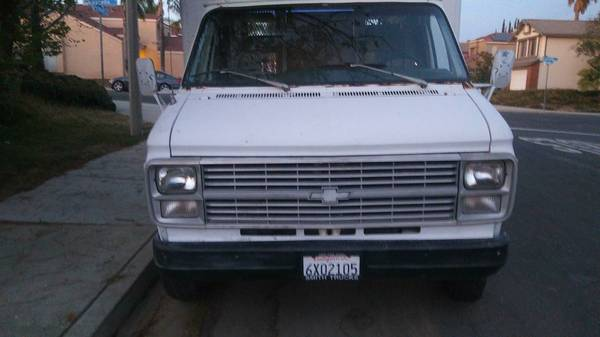 1984 CHEVY c30 BOX TRUCK WORK TRUCK !!!!! LOOK INSIDE