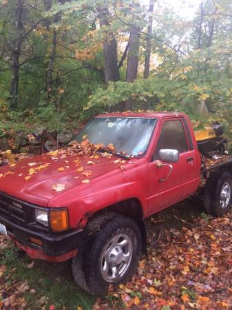 1985 toyota pickup 4x4 solid front axle 5 spd for Sale